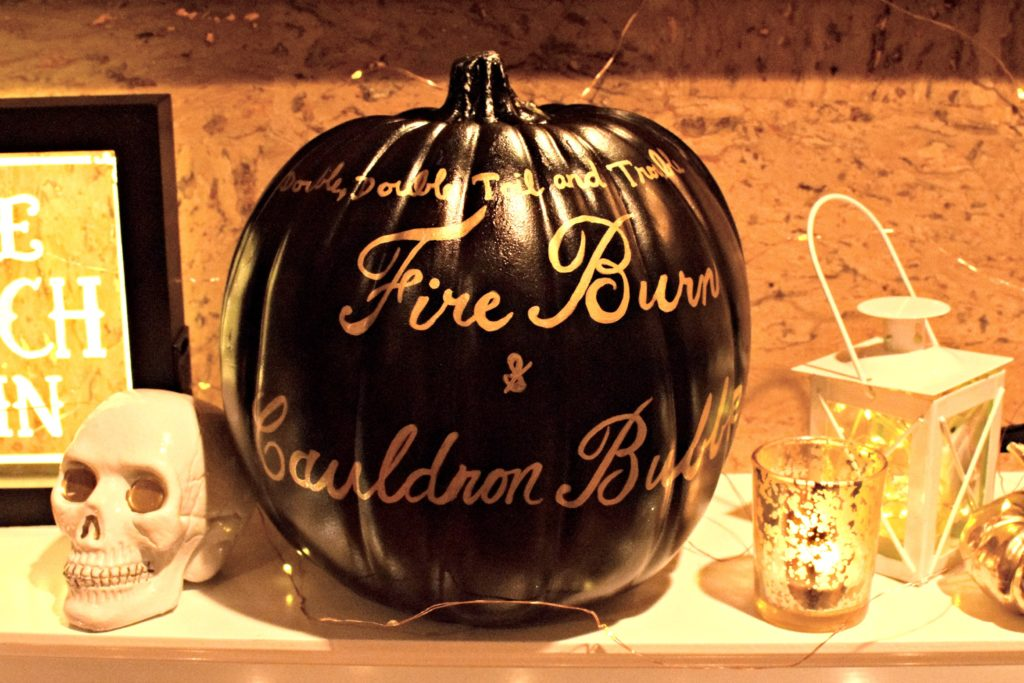 pumpkin decorations | Halloween Party | Halloween decorations | classy halloween | kid friendly hallowee decorations | Classic Halloween decorations | Black white and gold halloween decorations | halloween decoration inspiration | halloween costume contest |
