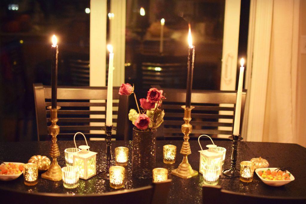 black sequin halloween table | halloween tablescape | Halloween Party | Halloween decorations | classy halloween | kid friendly hallowee decorations | Classic Halloween decorations | Black white and gold halloween decorations | halloween decoration inspiration | halloween costume contest |